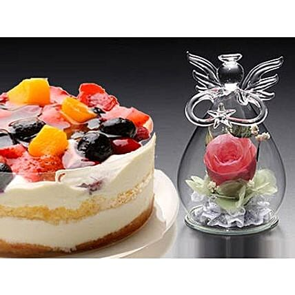 Angle Pure Flower And 4 Berries Torte
