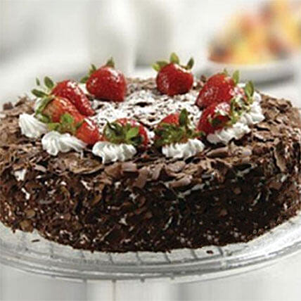 Black Forest Cake With Strawberry in kuwait | Gift Black Forest Cake With  Strawberry - Ferns N Petals