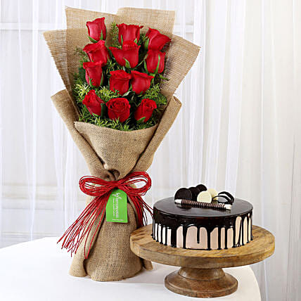 Multi Layered Roses Bouquet with Cake Online