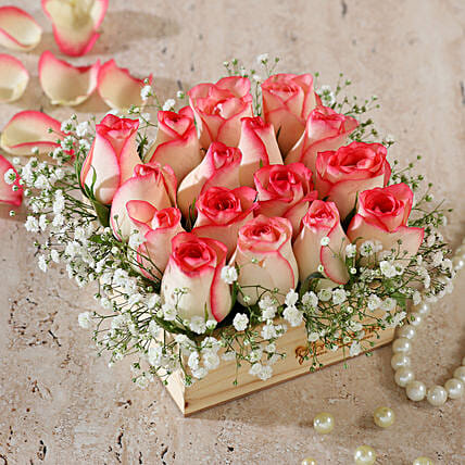 online roses arrangement in wooden base