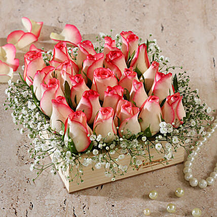 pink roses wooden arrangement