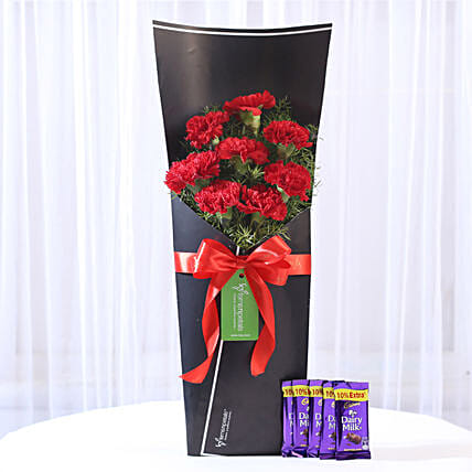red carnation bouquet with 5 chocolates
