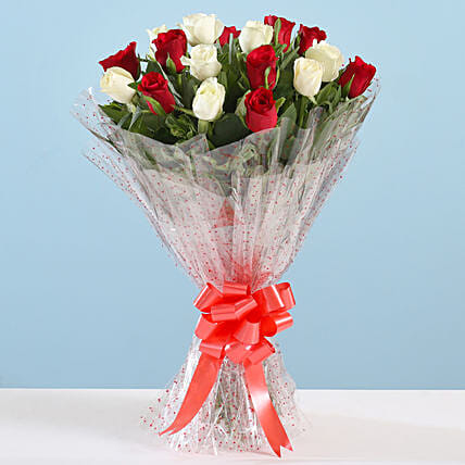 Bunch of Red and White Roses Online