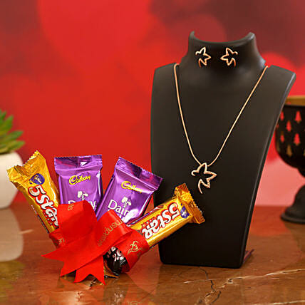 Valentines Special Chocolate & TableTop for Girlfriend:Send Valentines Day Jewellery