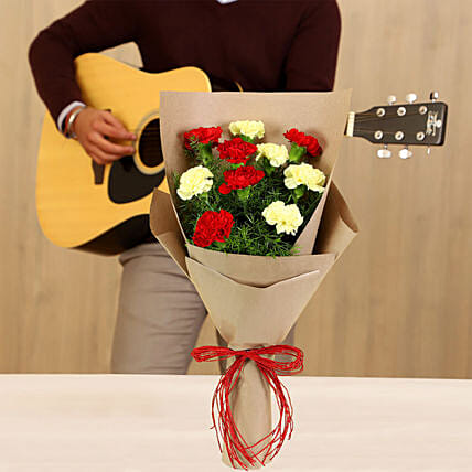 bouquet with musician:Gifts N Guitarist Service