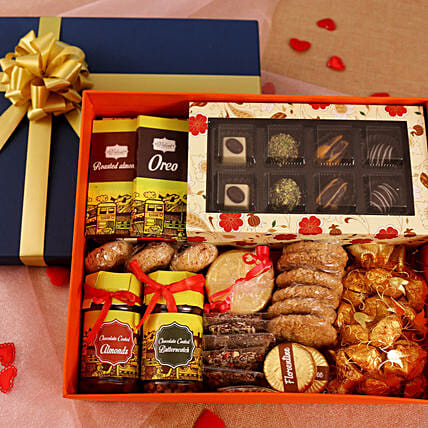 valentine day hamper for her:Send Gift Hampers
