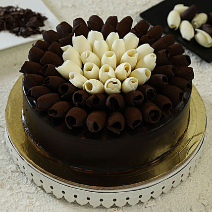 chocolate cake online:Birthday Chocolate Cakes