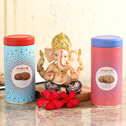 cookies with ganesha idol for family