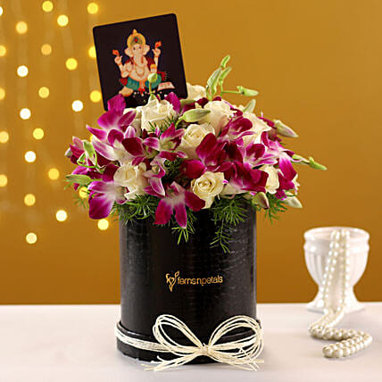 Online Classy  Box Arrangement With Ganesha Table Top