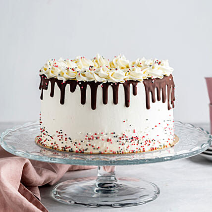drip chocolate cake online:Cakes for Birthday