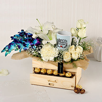 Online Blues And Whites Basket:Mothers Day Gifts Combo