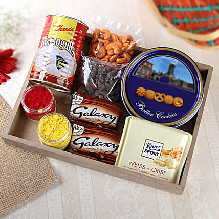 Exclusive Chocolate Hamper With Holi Colors:Buy Holi Colors