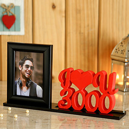 Table Top with Photo and Heart Online