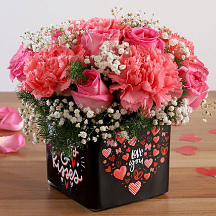 rose n carnation arrangement for valentine:Propose Day Gifts