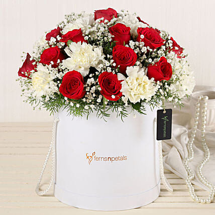 Online Roses And Carnations Extravaganza:Fresh Flower Arrangement