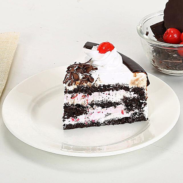 Rakhi with Blackforest Cake half kg eggless