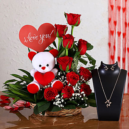 flowers with necklace set for her:Send Soft toys to Lucknow