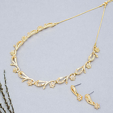 Designer golden neckpiece set