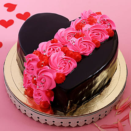 Online Roses On Heart Designer Cake:Valentine Chocolate Cake