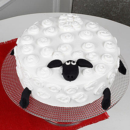 Cream Sheep Design Cake