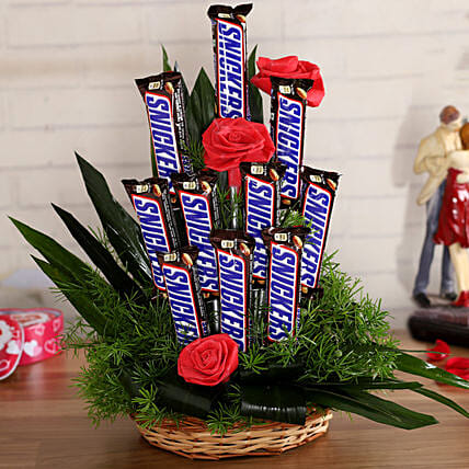 Snickers Artificial Red Flowers Arrangement:New Year Chocolates