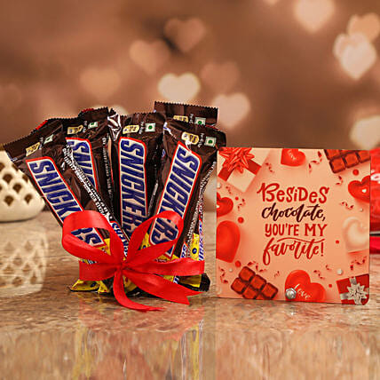 Valentines Special Table Top & Chocolates for Friend:Snickers Chocolates
