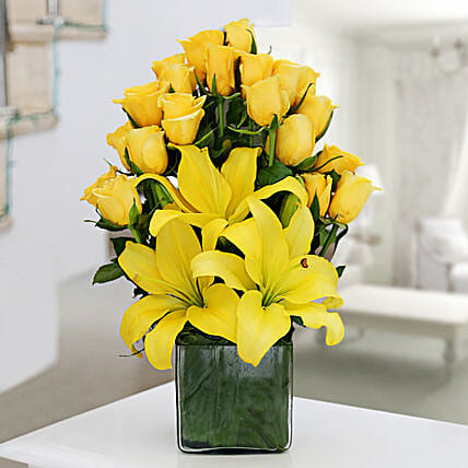 Glass vase arrangement of 20 yellow roses and 3 yellow asiatic lilies flowers gifts
