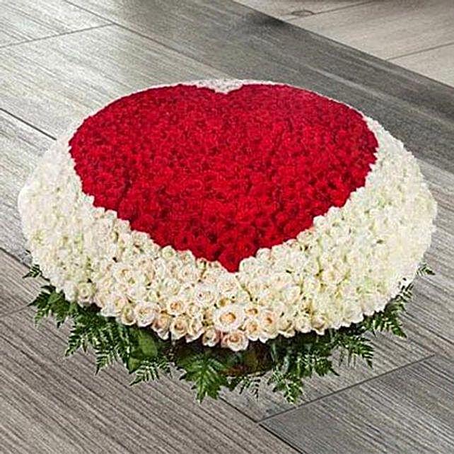 1000 Red N White Roses Arrangement