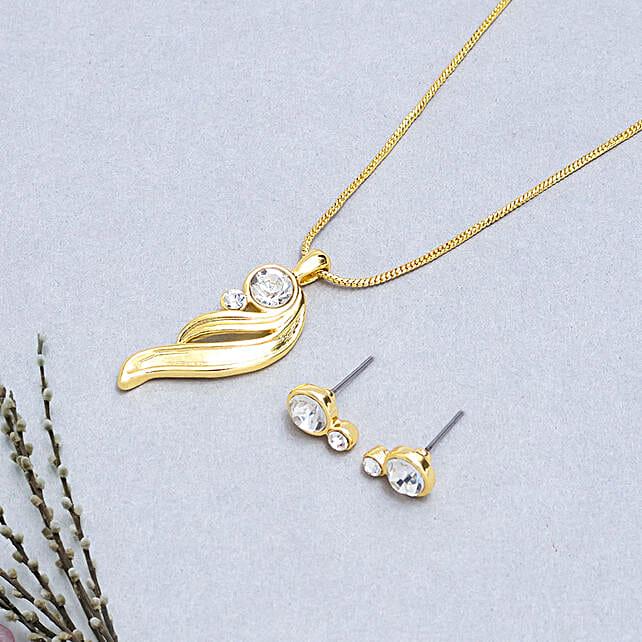 Golden neckpiece with earring