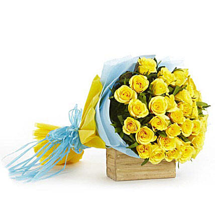 Surreal Zone - Bunch of 30 yellow roses in a two layer paper packing.