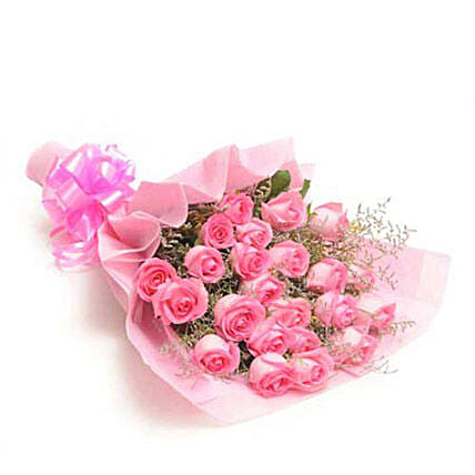Sweet Pink - One sided bunch of 25 pink roses in a paper packing.