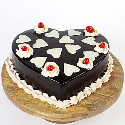 Chocolatey Hearts Cream Cake 1 Kg Eggless