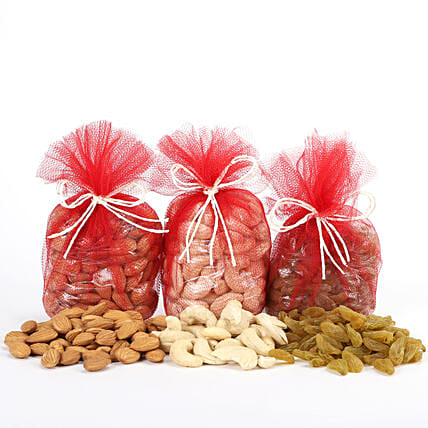 Combo of almonds, raisins and cashew nuts