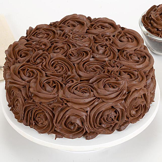 Half Kg Eggless Chocolaty Rose Cake