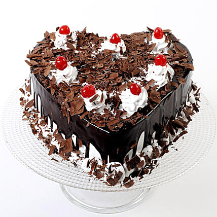 Half Kg Eggless Flakey Hearts Black Forest Cake