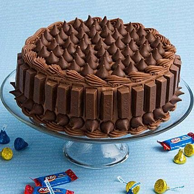 Crunchy Kit Kat Cake Half Kg