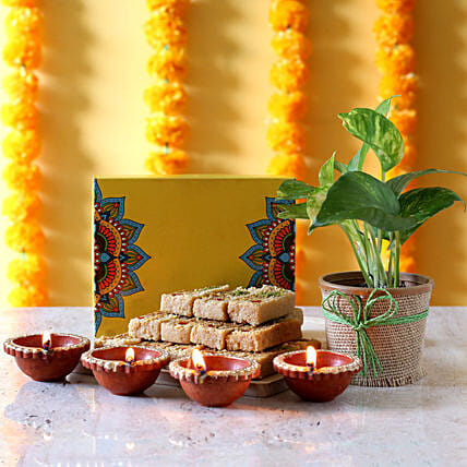 best sweets n diwali diya  combo for parents:Diwali Gift Ideas For Family