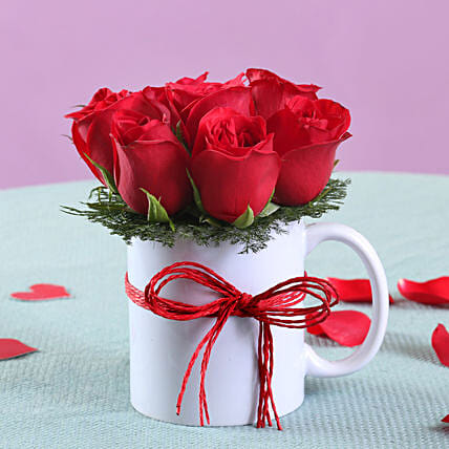 Red Roses in Mug Online