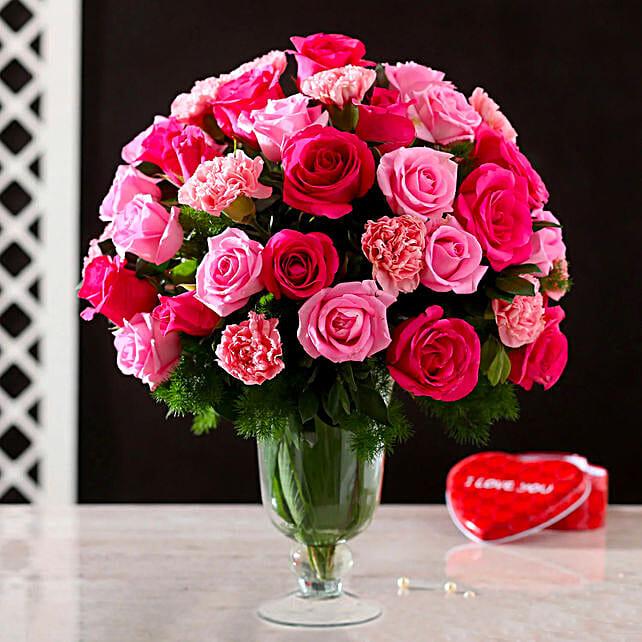 online exclusive roses n carnation glass vase arrangement