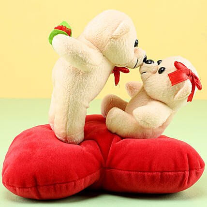 Kissing Teddies Online:Send Wedding Gifts to Ambala