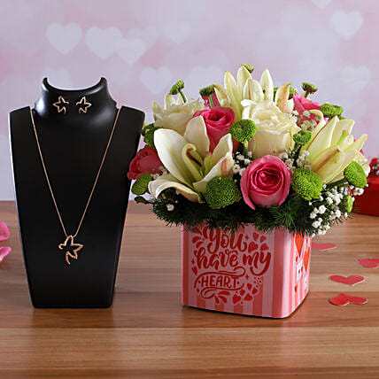 Love Bunch In Sticker Vase Pretty Necklace Set