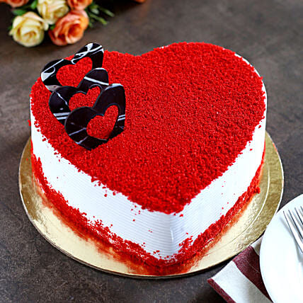 Red Velvet Heart Cake half kg:Send Heart Shaped Cakes for Valentine