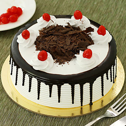 Black Forest Cakes Half kg Eggless:Send Anniversary Gifts to Gurgaon