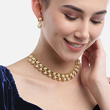 White pearl neckpiece with earring:Send Jewellery Gifts