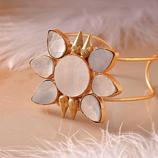 Mother Of Pearl Flat Cut Bracelet