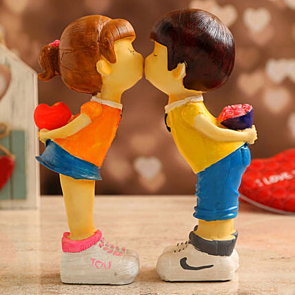 Cute Love Couple Showpiece:Anniversary Gifts Delivery to Malaysia