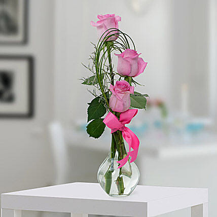 Pleasant Rose Arrangement OM:Send Birthday Gifts To Oman