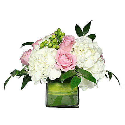 Opulent Floral Greetings:Thank You Gift Delivery in Oman