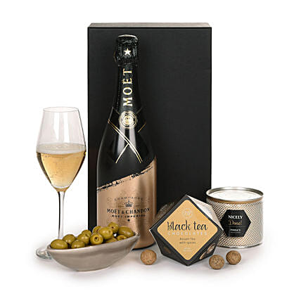 Champagne And Snacks Christmas Hamper