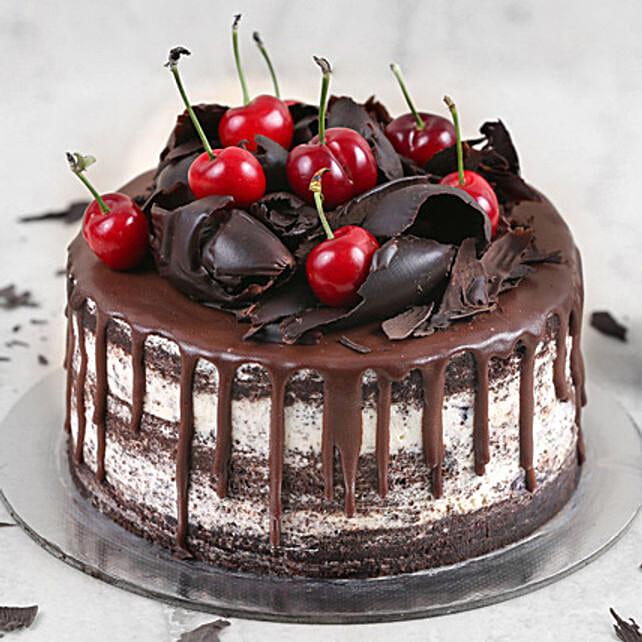 Delicate Black Forest Cake Half Kg:Order Cakes in Saudi Arabia